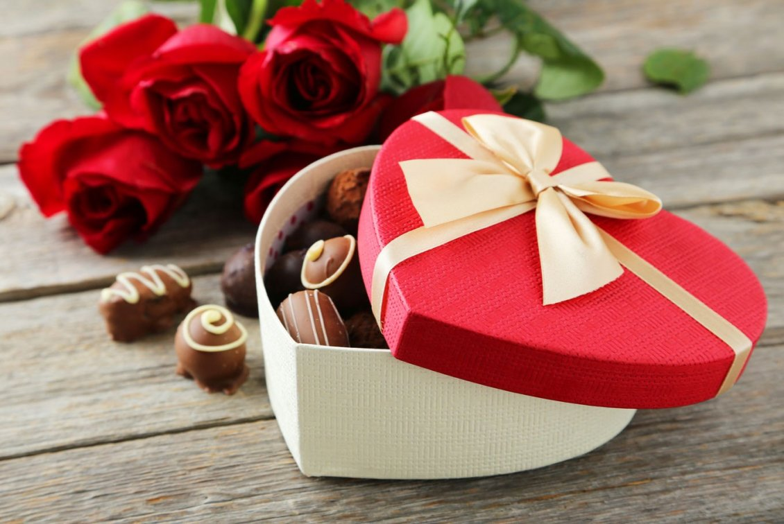 gift-Valentines-Day-Chocolate-and-rose